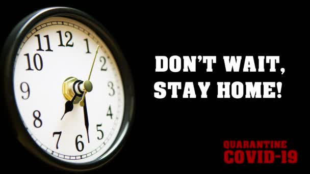 Nečekej, zůstaň doma! Karanténa Covid-19 citace a hodiny s šipkou běží časově. Coronavirus 2019-nCov text. Čas je cenný pro prevenci pandemie s vlastní izolací a karanténou. 4k