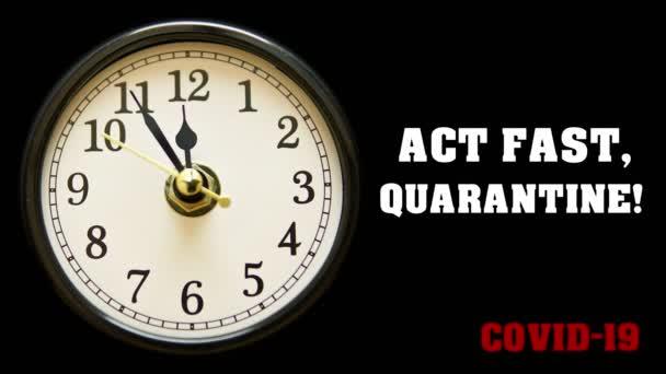 Handeln Sie schnell, Quarantäne! Covid-19 Zitat und Uhr mit Zeitraffer-Pfeil. Coronavirus 2019-nCov Konzepttext. Zeit ist wertvoll, um Pandemien mit Selbstisolation und Quarantäne vorzubeugen. 4k.