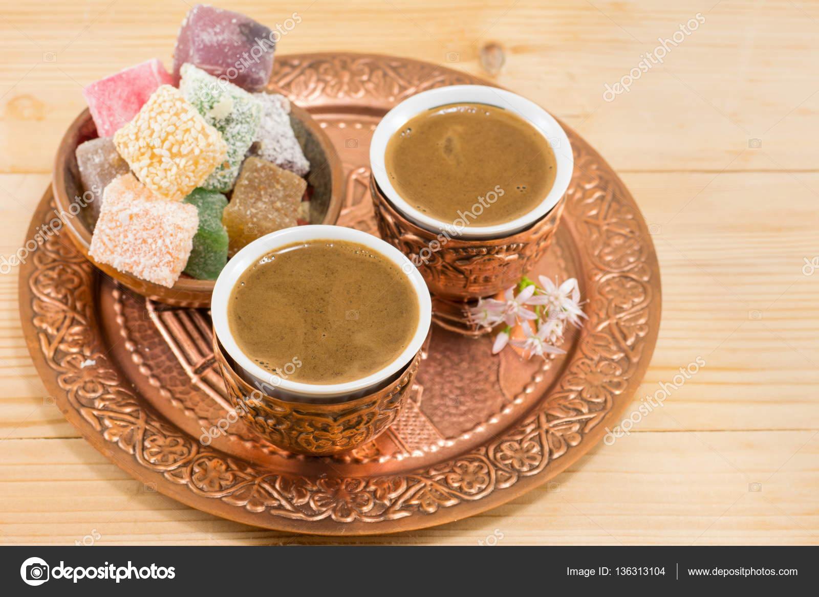Kaffee und Turkish Delight in einen Kupfer-cups — Stockfoto ...