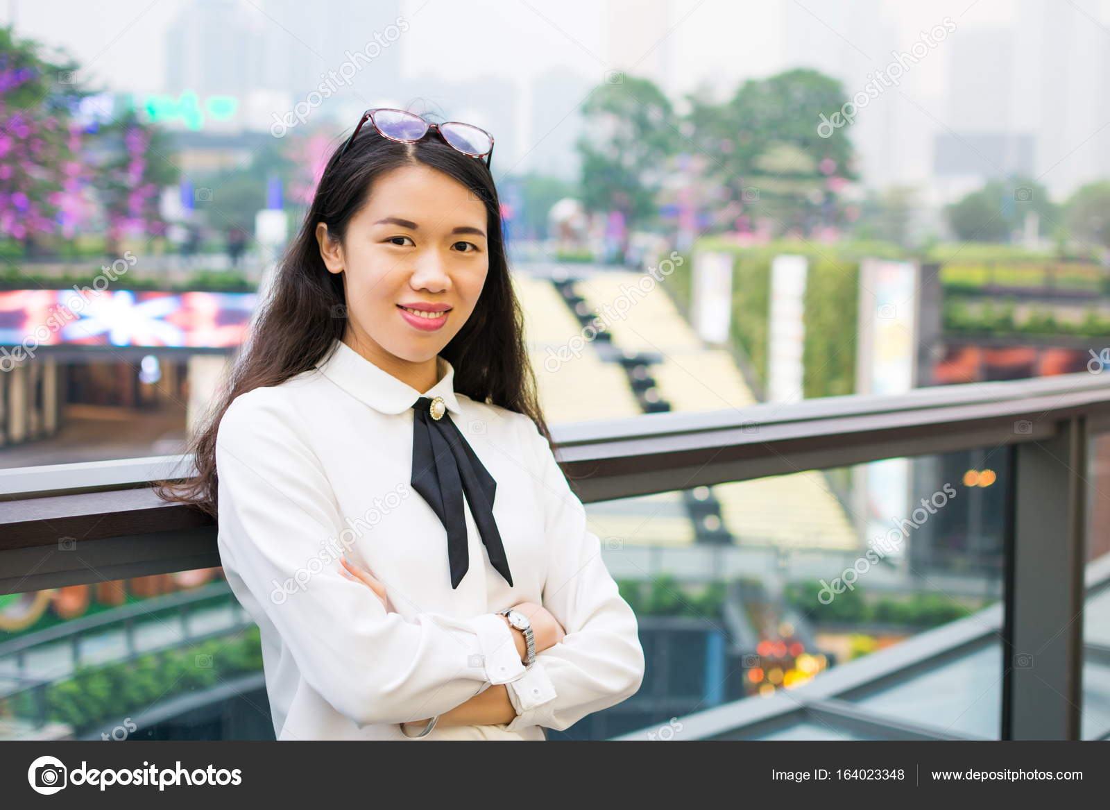 Asian business woman outside office– stock image