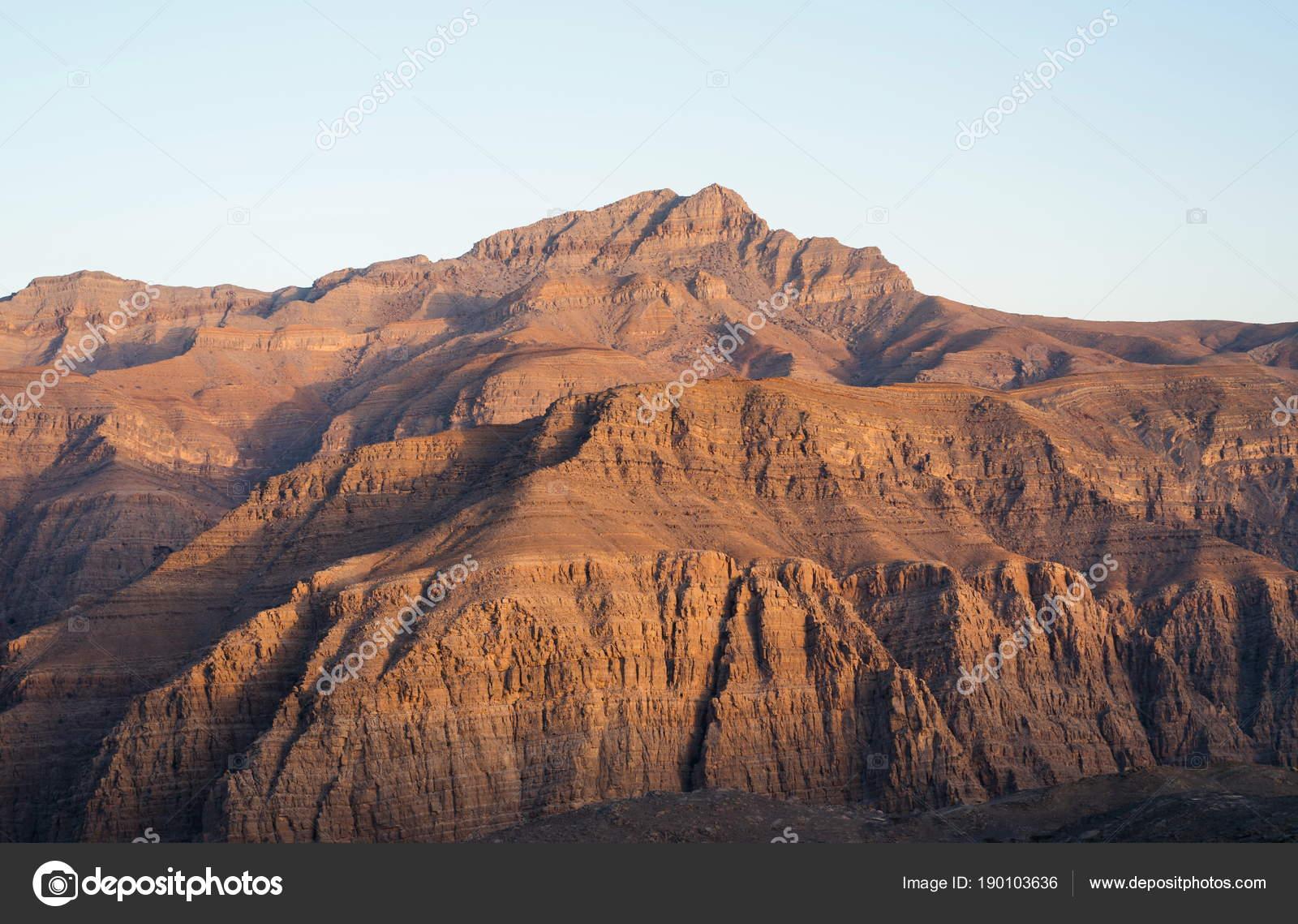 magnifique paysage de montagne d sert de jabal siae dans les mirats arabes unis photographie. Black Bedroom Furniture Sets. Home Design Ideas