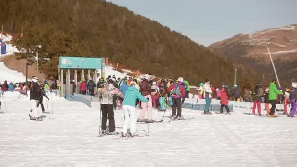 Lyžařský vlek sněhu hory lyžování snowboarding