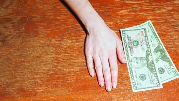 Animace. Dolarů na stůl
