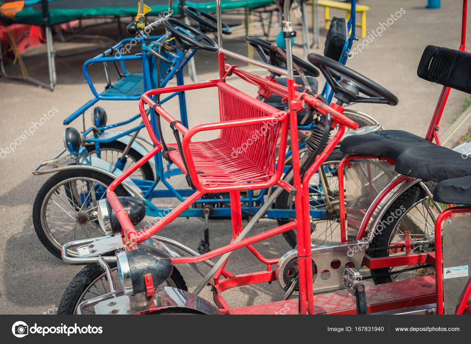 fahrrad mit vier r dern stockfoto liukov 167831940. Black Bedroom Furniture Sets. Home Design Ideas