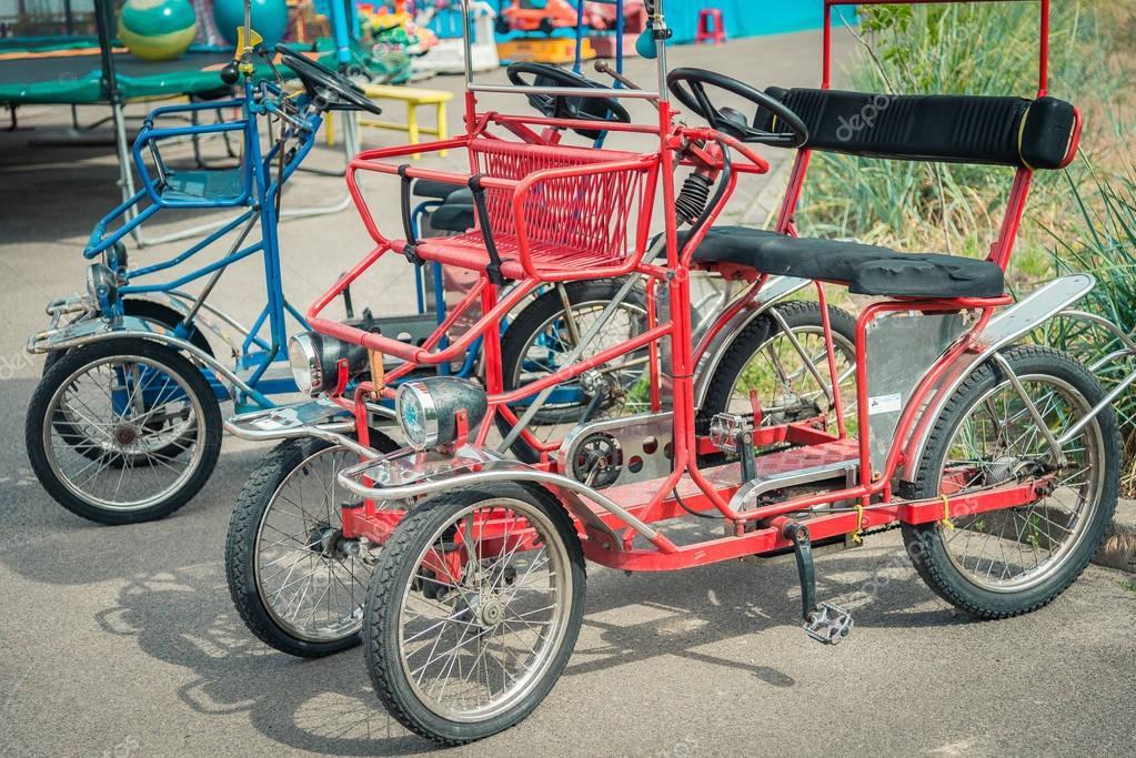 fahrrad mit vier r dern stockfoto liukov 167831994. Black Bedroom Furniture Sets. Home Design Ideas