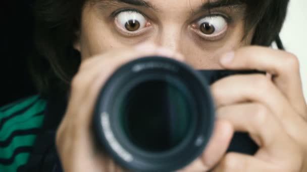 Fotoaparát. Ten střílí sebe na kameru