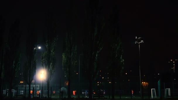 Fußballplatz. Fußballspiel