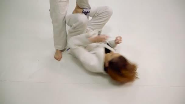 Küzdelem. Lányok a vonat a judo és a cselgáncs