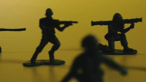 Toy soldiers. Toy green soldiers with guns.