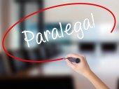 Nő kézzel írás Paralegal, mint átlátszó vaddisznó marker