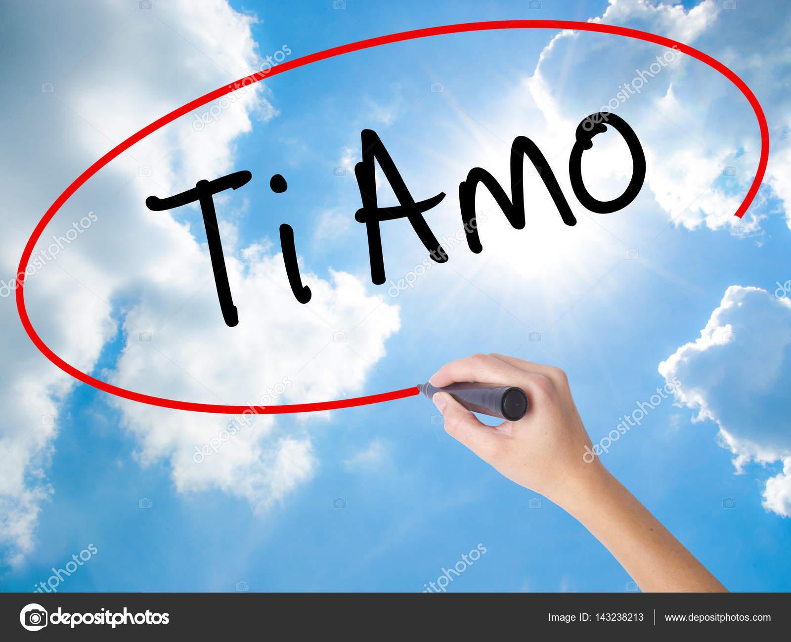 Donna Mano Scrittura Ti Amo I Love è In Italiano Con Mar Nero