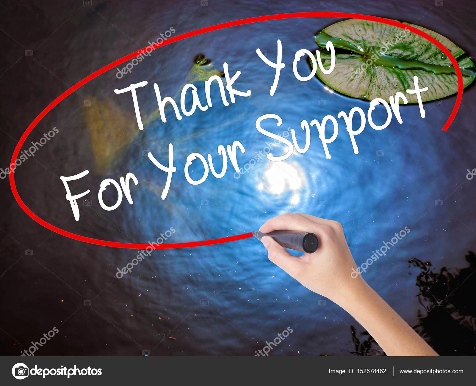 Main de femme écrit je vous remercie pour votre soutien avec le