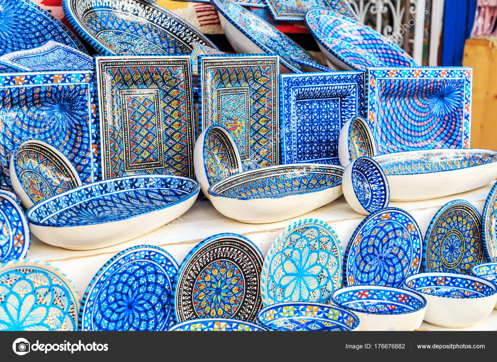 Souvenir earthenware in tunisian market. u2014 Stock Photo  sc 1 st  Depositphotos & Souvenir earthenware in tunisian market. u2014 Stock Photo ...