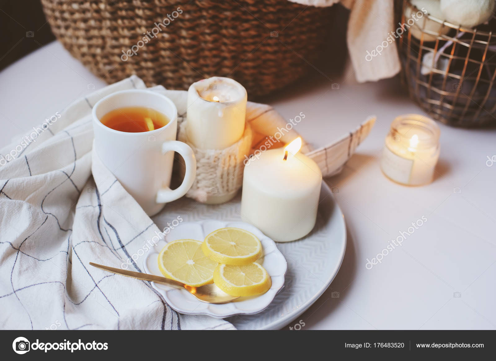 горячего чая с утра
