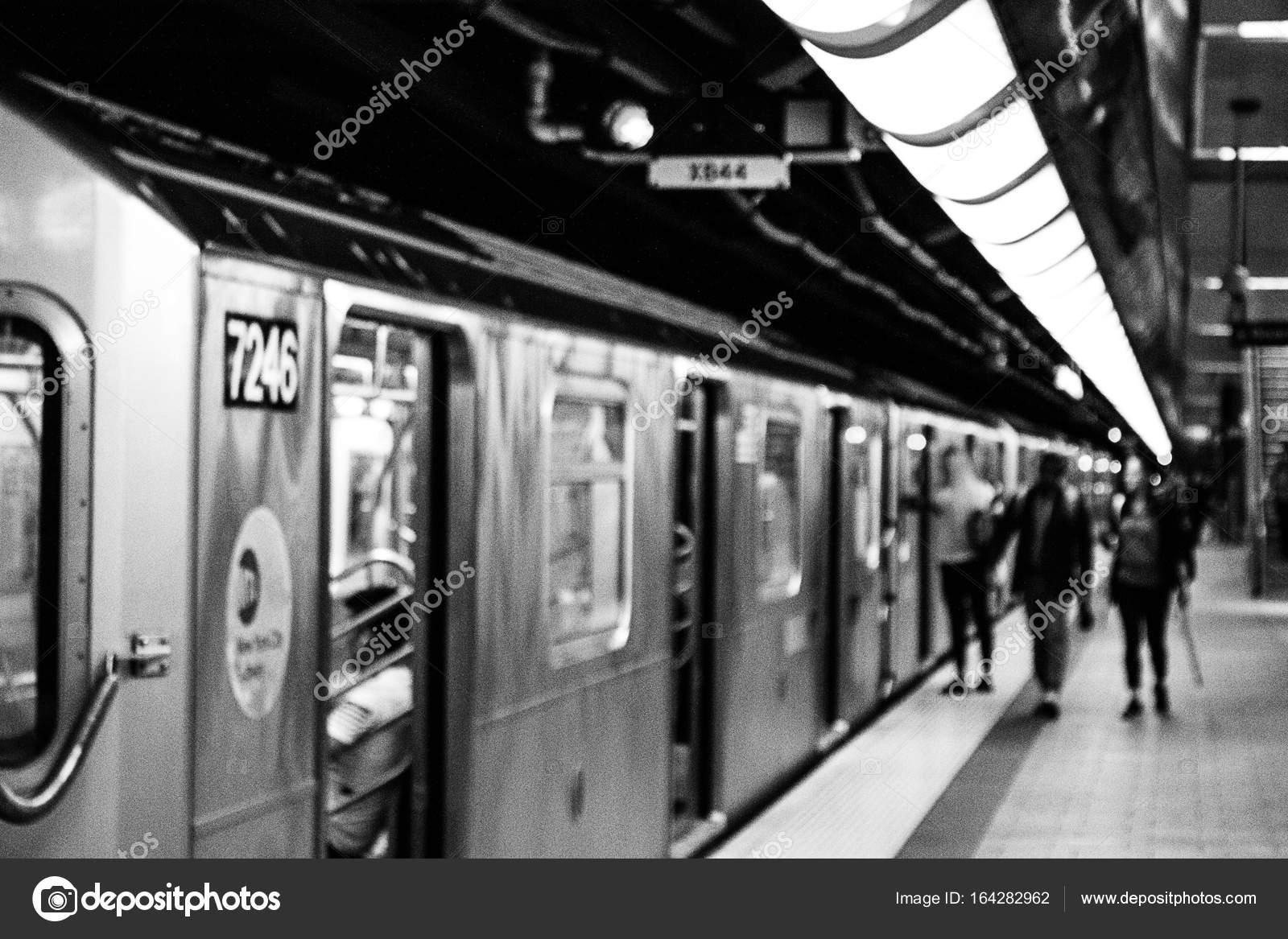 生命-ニューヨーク市地下鉄の駅...