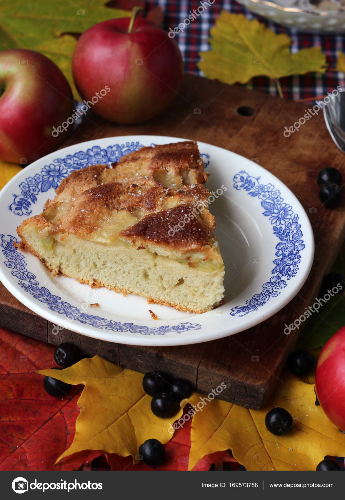Muz ve elma ile lezzetli charlotte