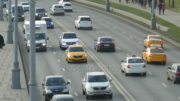 Pohyb vozů na Kreml Quay