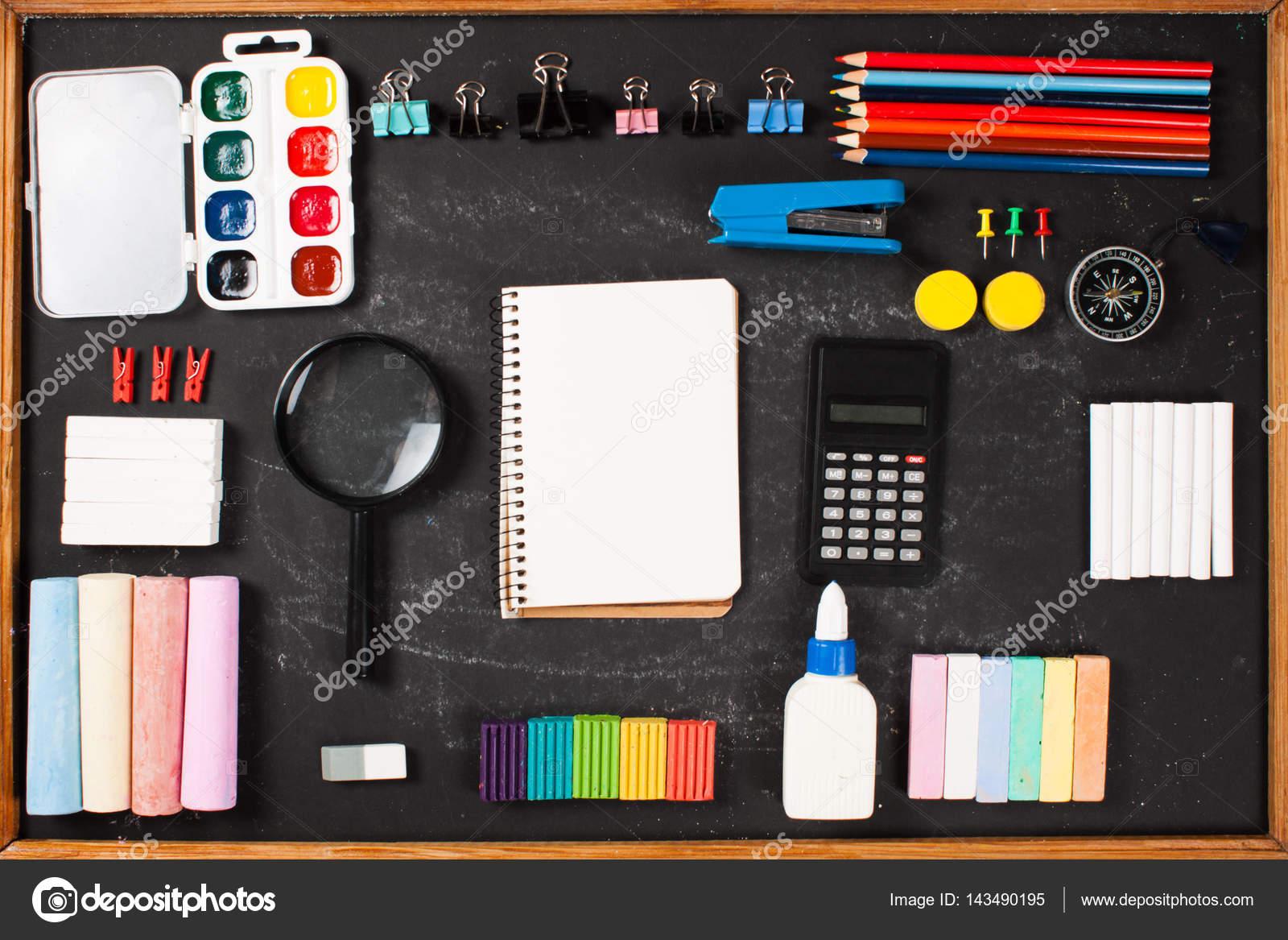 Briefpapier auf Brettern — Stockfoto © Arybickii #143490195