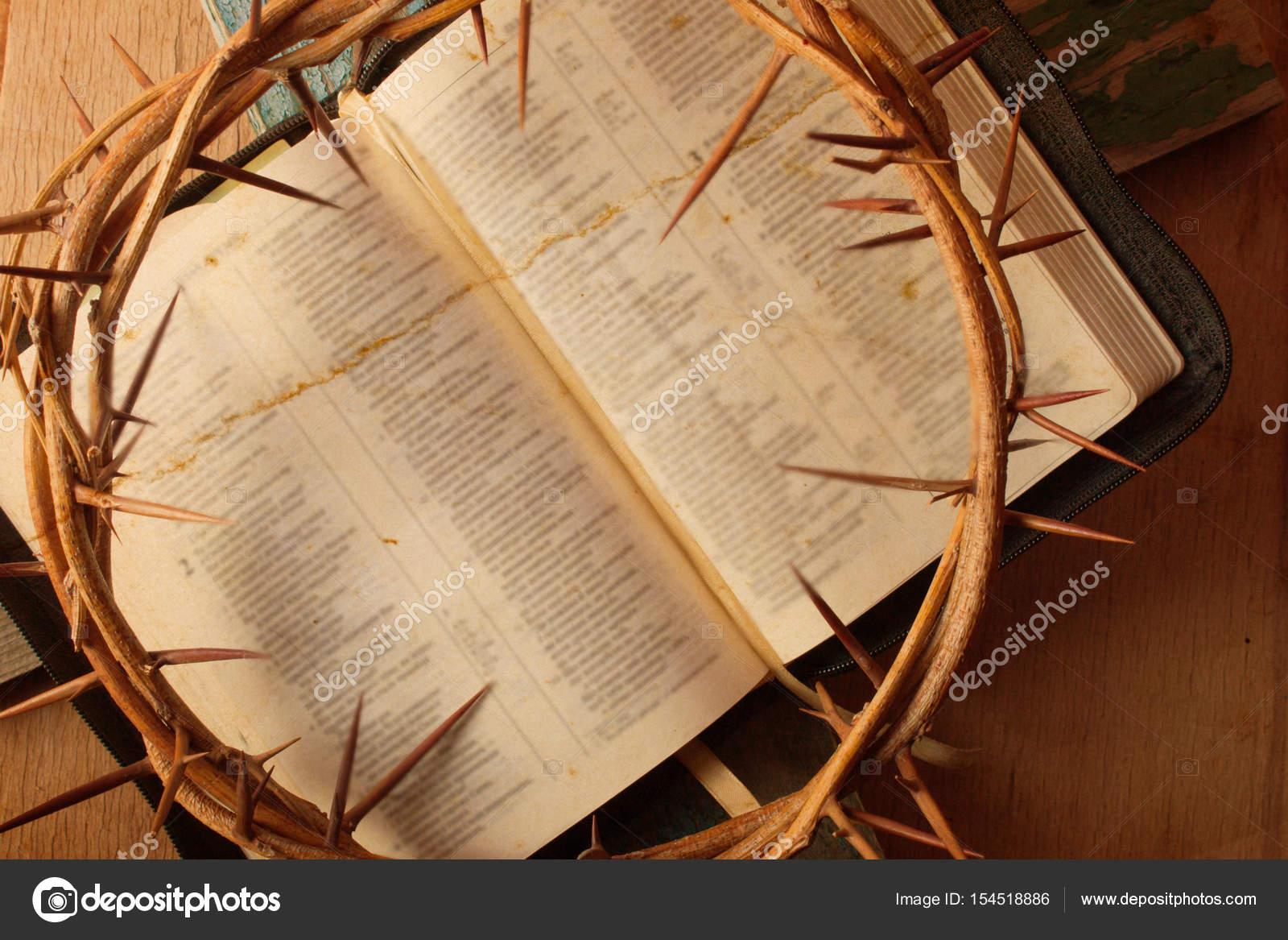 Couronne d épines sur le bureau bois u photographie arybickii