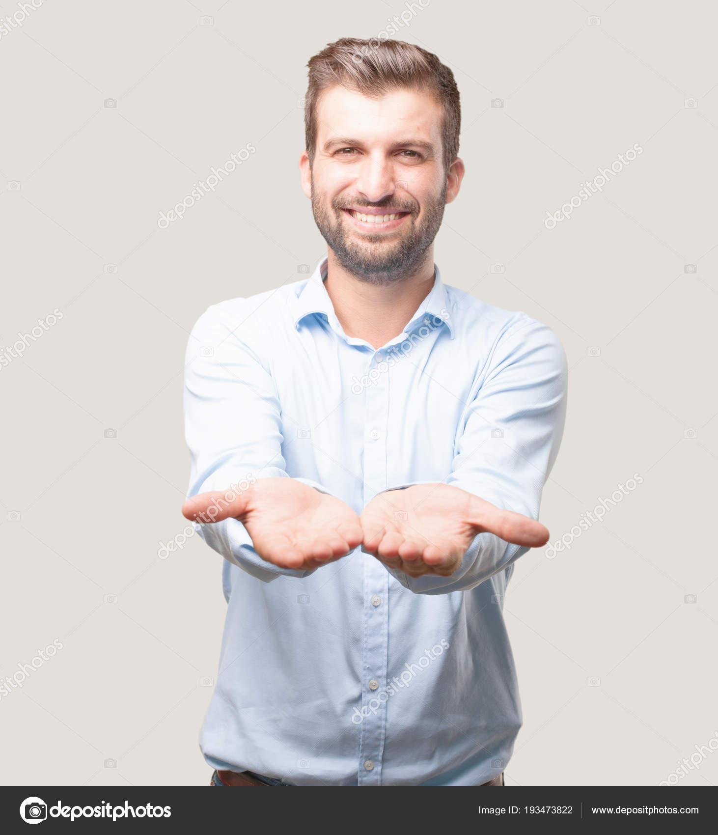 ee06dfc2f00c7 Joven Guapo Camiseta Azul Mostrando Signo Feliz Expresión Espacio Vacío —  Fotos de Stock
