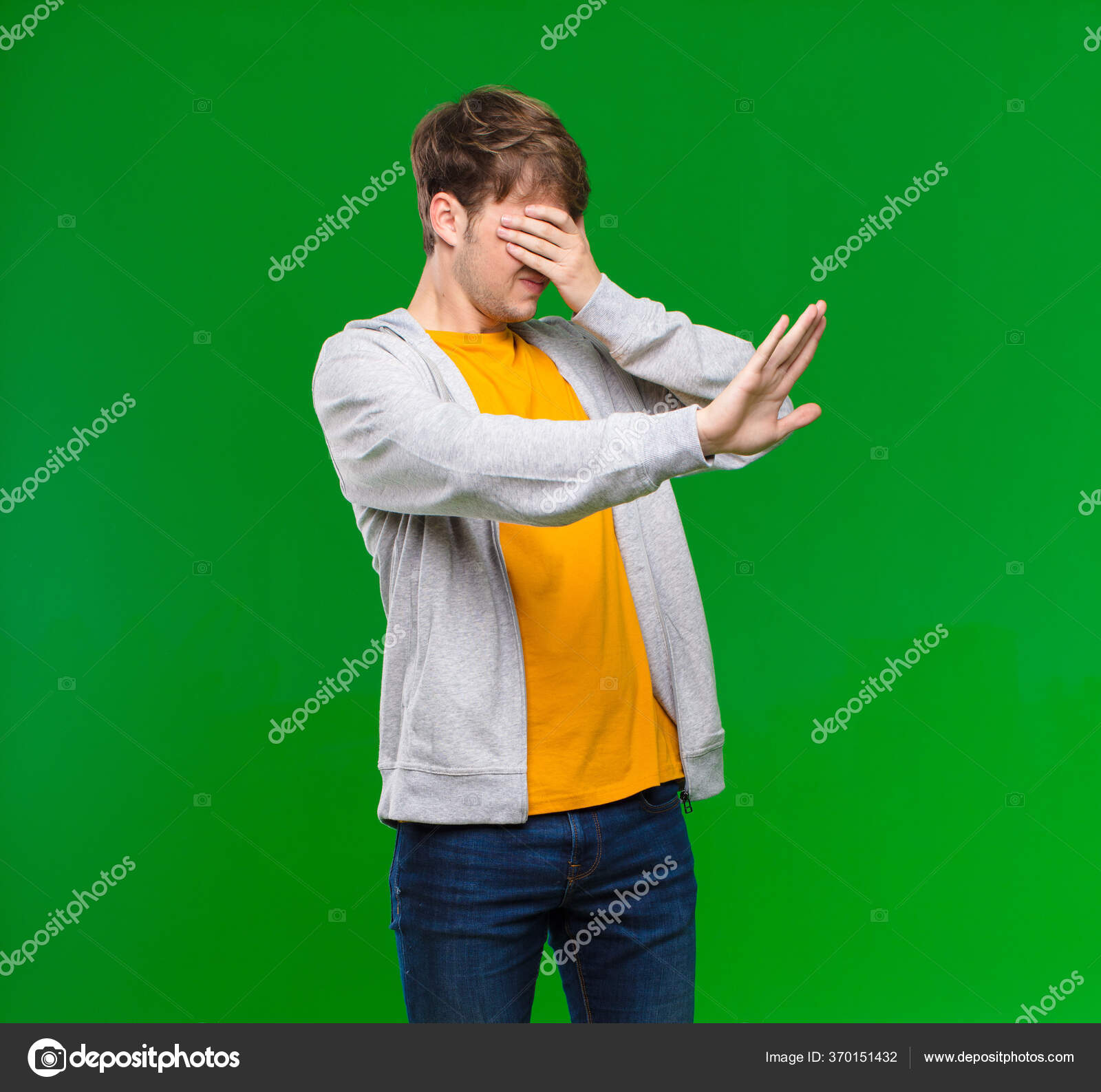 https tr depositphotos com 370151432 stock photo young blonde man covering face html