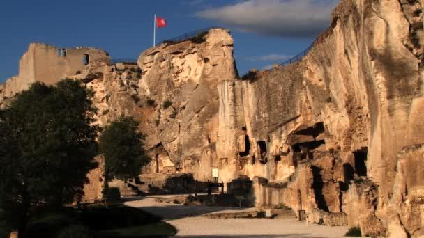 Pohled do zříceniny hradu v Les Baux-de-Provence, Francie.