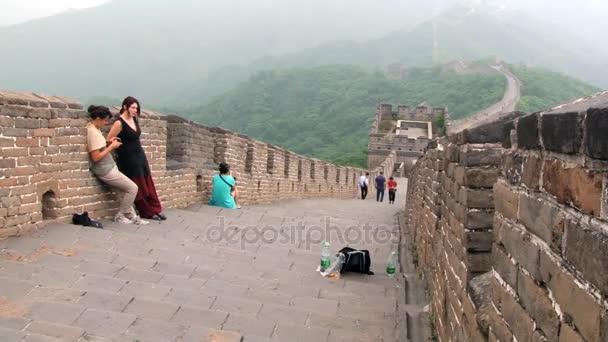 Turisté navštěvují velké čínské zdi Mutianyu, Čína.