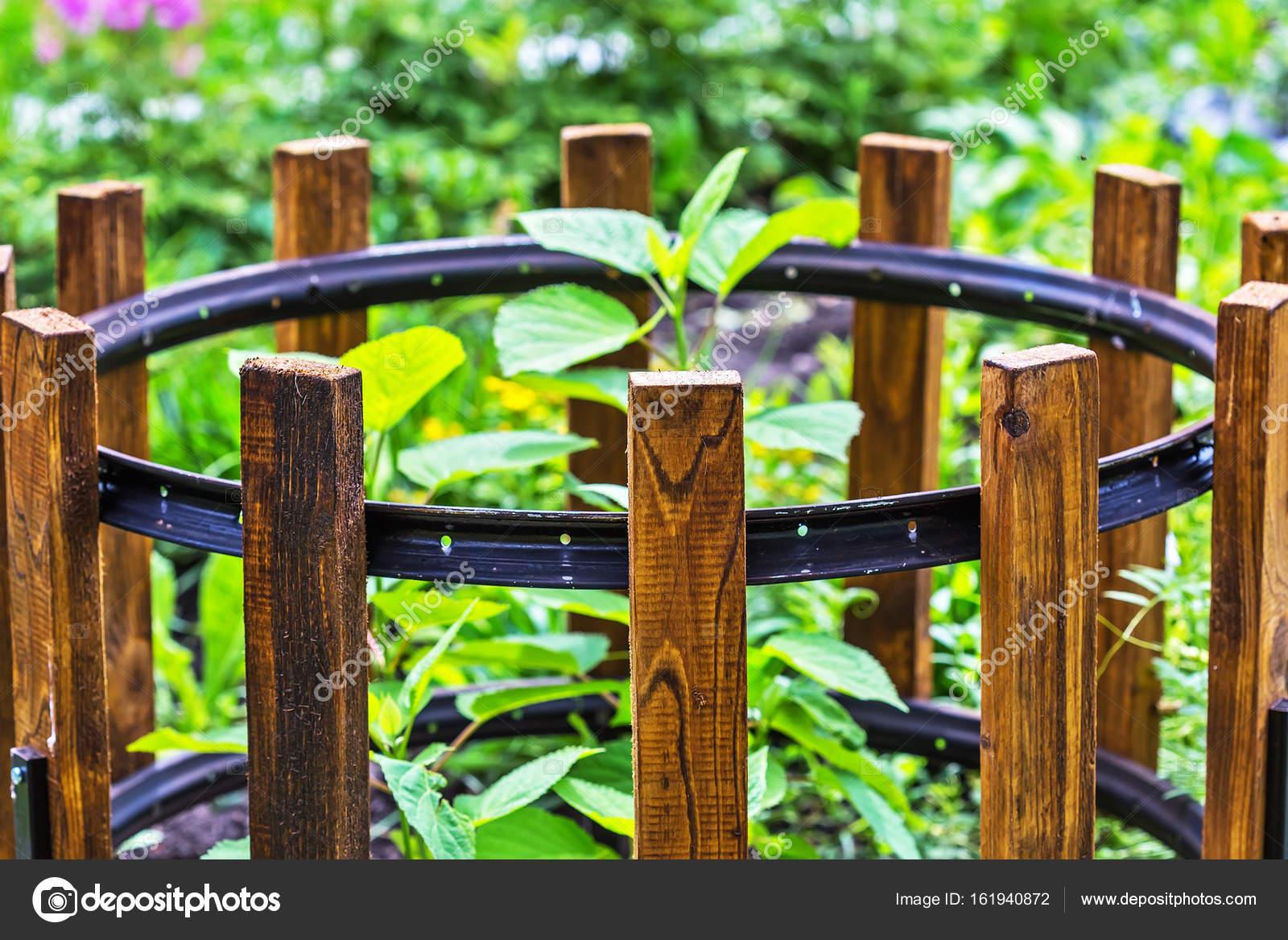 Recinzione per giardino arbusti u foto stock starover