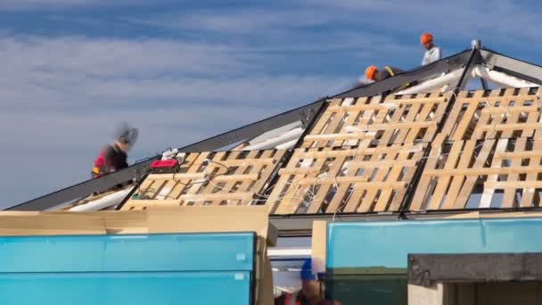 Stavební a tesařské práce na střeše timelapse