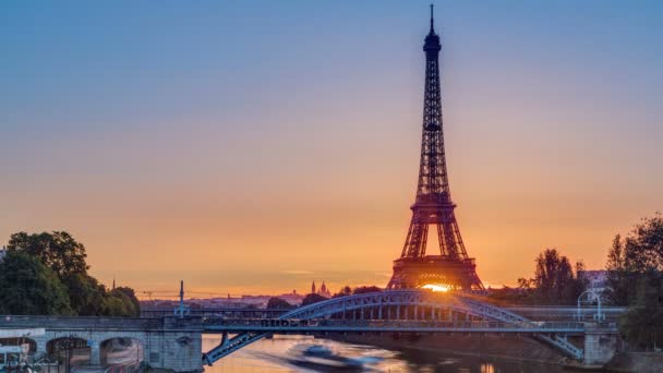 Eiffel Tower sunrise timelapse with boats on Seine river and in Paris, France.