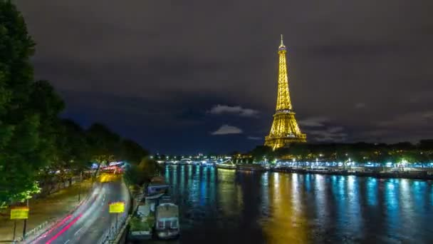 View on the bridge of Jena with Eiffel tower night timelapse hyperlapse, which connects the Champ de Mars gardens and the Trocadero. Paris, France