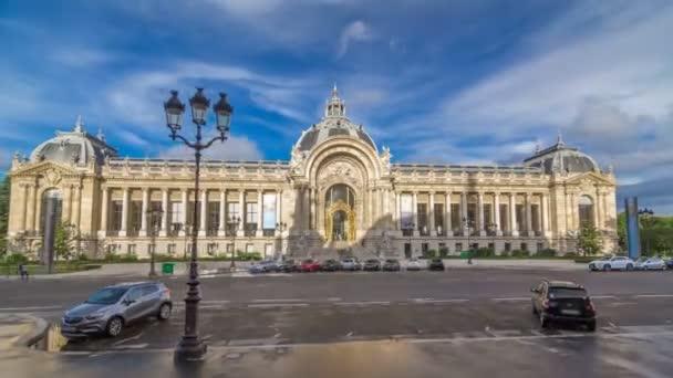 Exteriér včetně kopule hyperlapse timelapse muzeu Petit Palais v Paříži Francie
