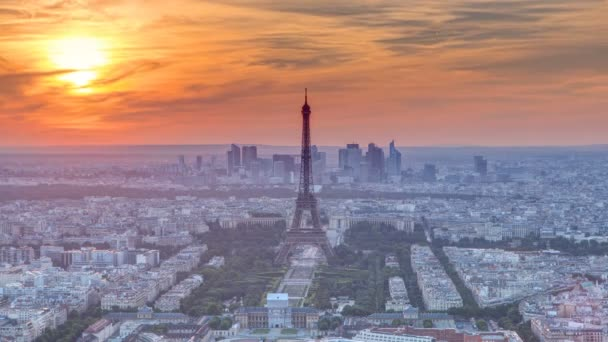 Panorama Paříže při západu slunce. Pohled na Eiffelovu věž z budovy Montparnasse v Paříži - Francie