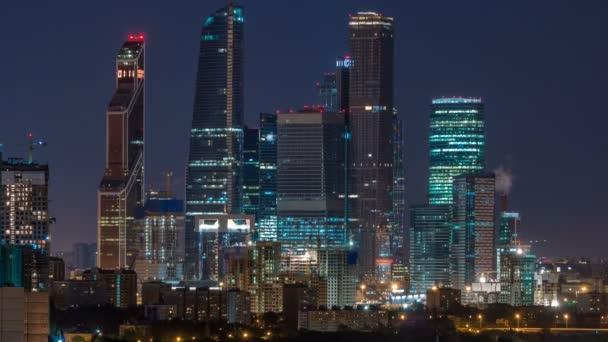 Moskevské Mezinárodní obchodní centrum Moscow City timelapse v noci. Městské krajiny metropole noc s mrakodrapy