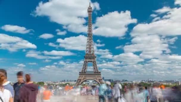 Slavné náměstí Trocadero, Eiffelova věž v pozadí timelapse.