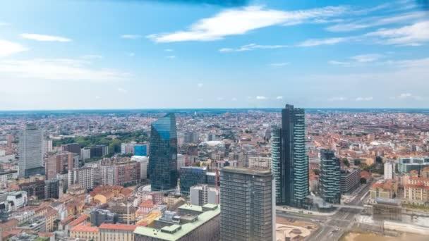 Milan letecký pohled na moderní věží a mrakodrapy a železniční stanice Garibaldi v obchodní čtvrti timelapse
