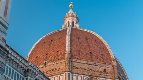 Kopule timelapse Basilica di Santa Maria del Fiore, která je katedrální kostel Duomo ve Florencii v Itálii