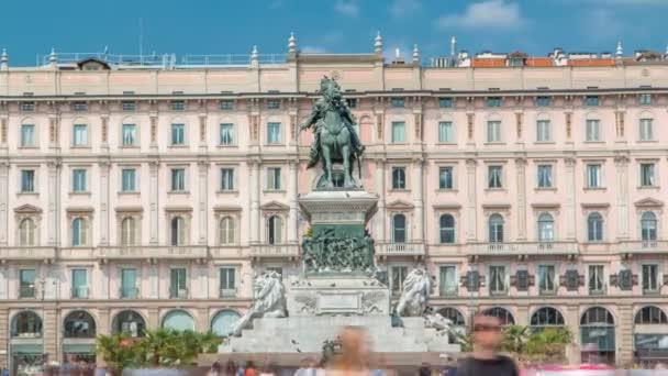 Statua di Vittorio Emanuele Ii a Piazza del Duomo timelapse. Milan, Lombardia, Italia.