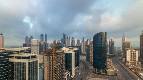 Dubaj podnikání prostoru věže ranní letecké timelapse