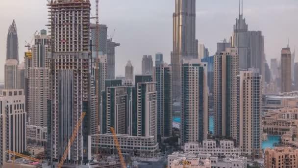 Skyline di Dubai con recidential torri timelapse, vista dal tetto.
