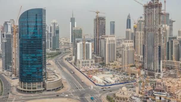 Centrum Dubaje a business bay Panorama s recidential věží timelapse, pohled od střechy
