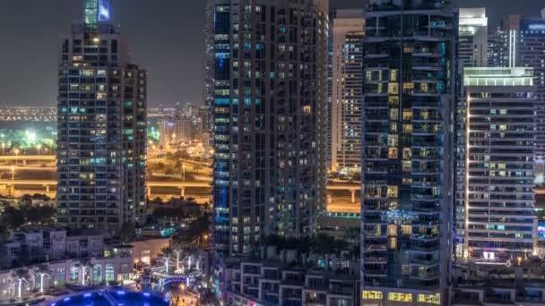 Dubai Marina v noci timelapse, třpytivé světla a nejvyšších mrakodrapů