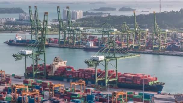 A szingapúri kereskedelmi kikötő légi menetrendje.