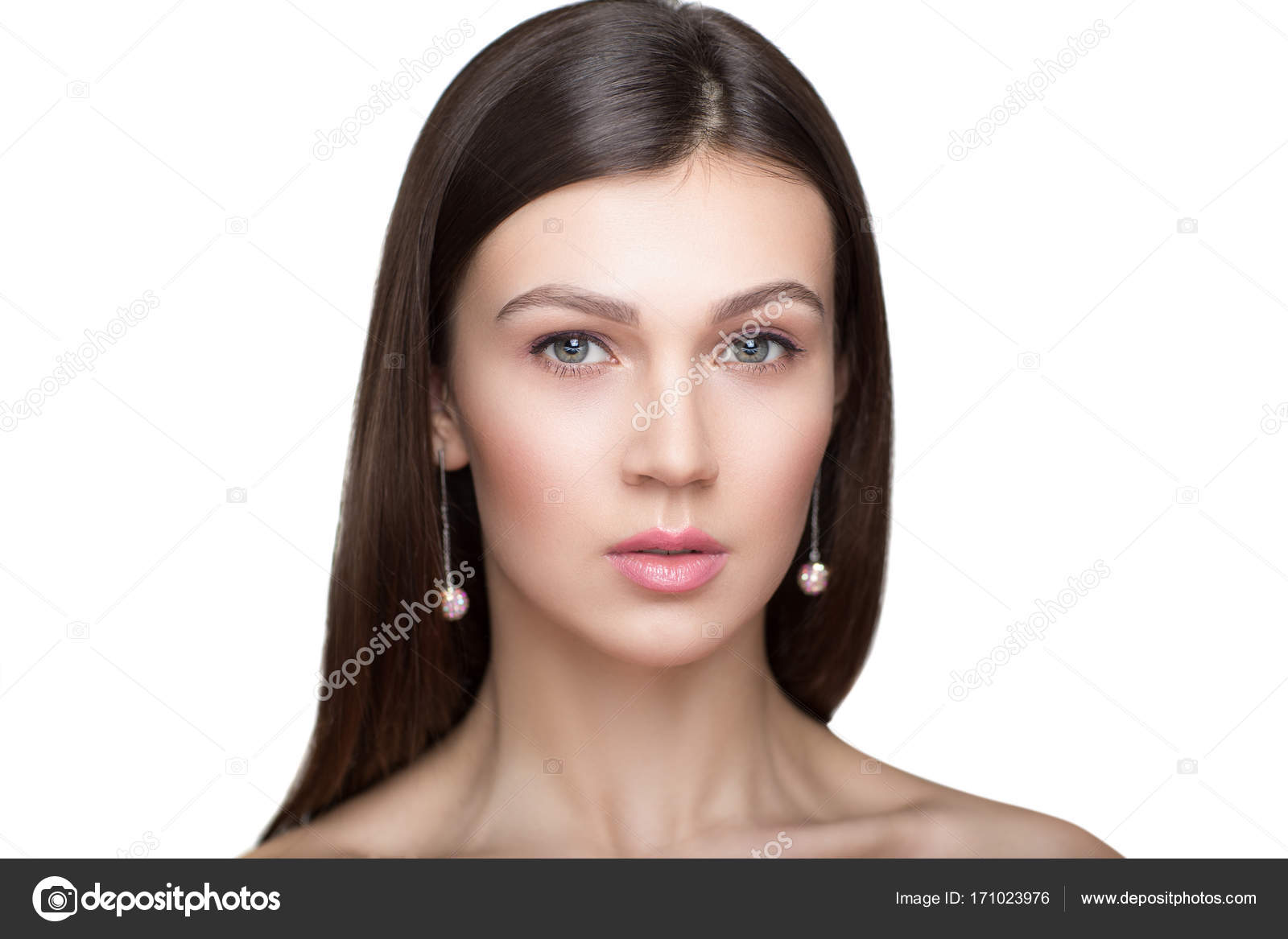 Zdjęcie dziewczyny z szyjką