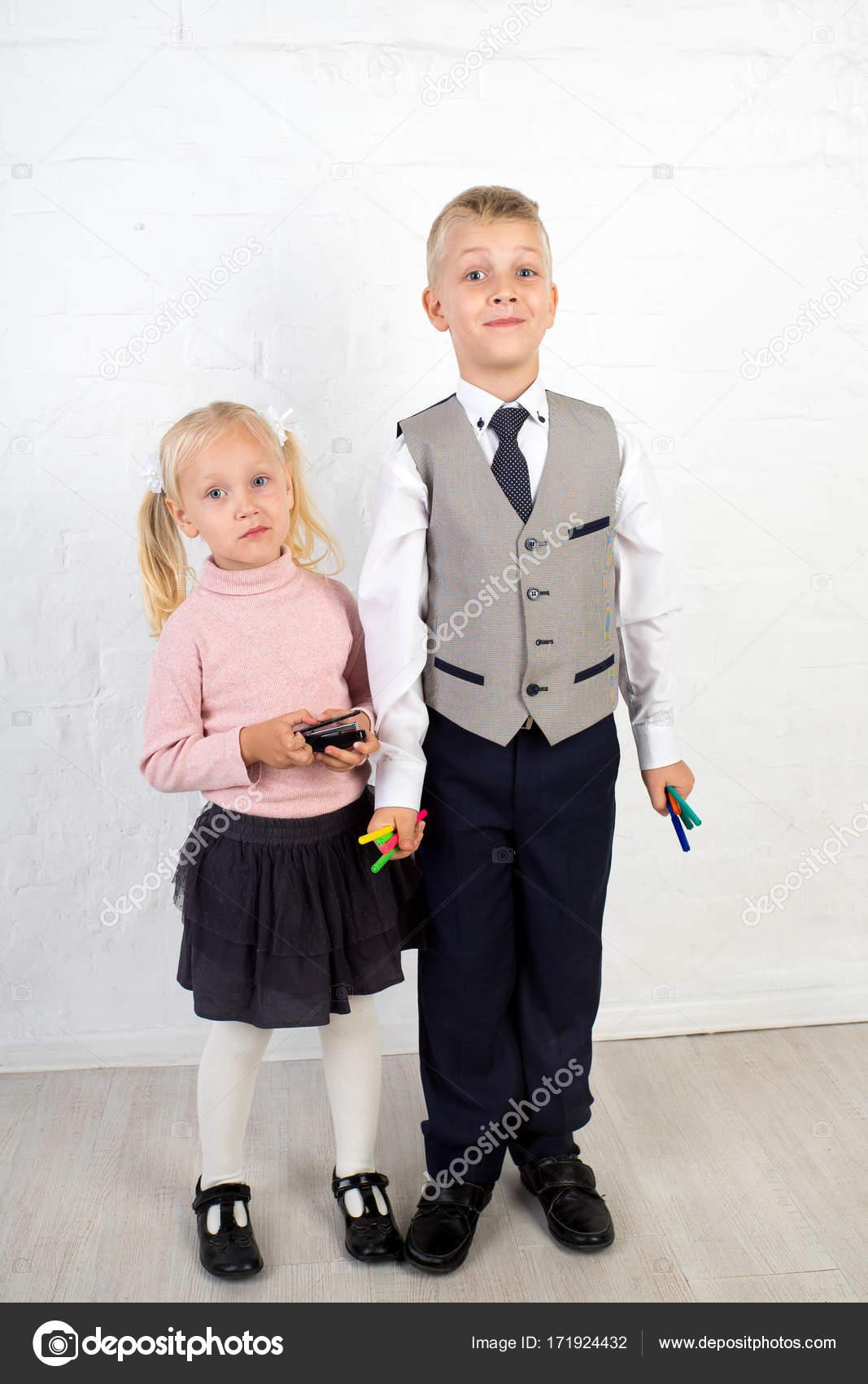 8a86e319fd2 παιδιά αγόρι κορίτσι — Φωτογραφία Αρχείου © OlgaOsa #171924432