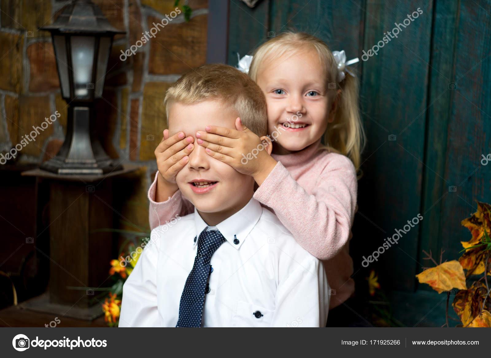 08e61c4d298 αγόρι κορίτσι παιδιά — Φωτογραφία Αρχείου © OlgaOsa #171925266