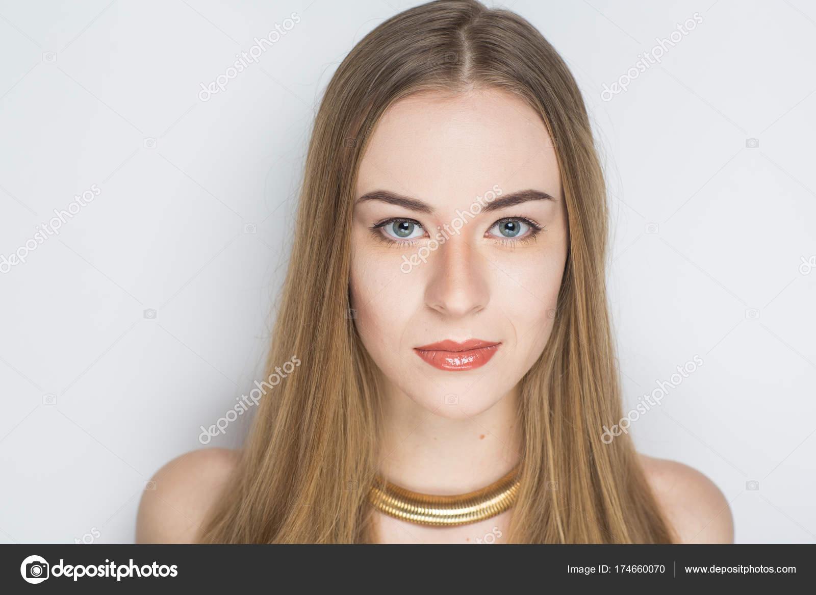 61cbf72def5d μακριά μαλλιά γυναίκα — Φωτογραφία Αρχείου © OlgaOsa  174660070