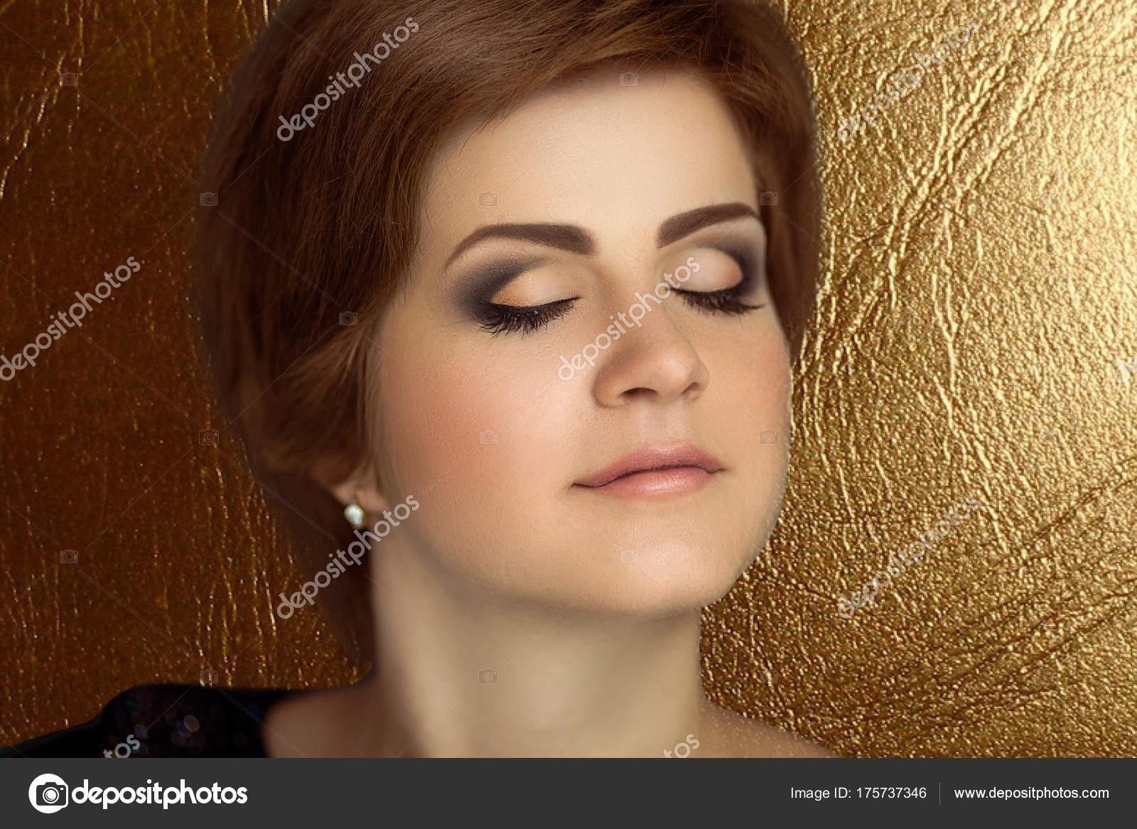 Frau Kurze Haare Stockfoto Olgaosa 175737346