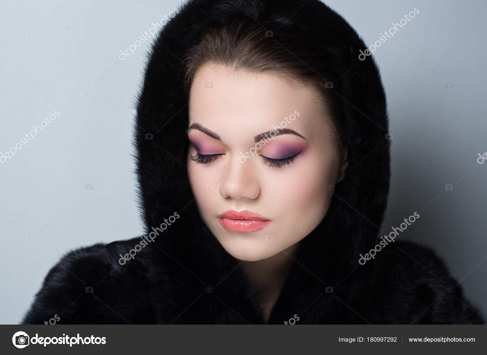 superior quality ff5af 4e28f Cappotto di pelliccia nera — Foto Stock © OlgaOsa #180997292