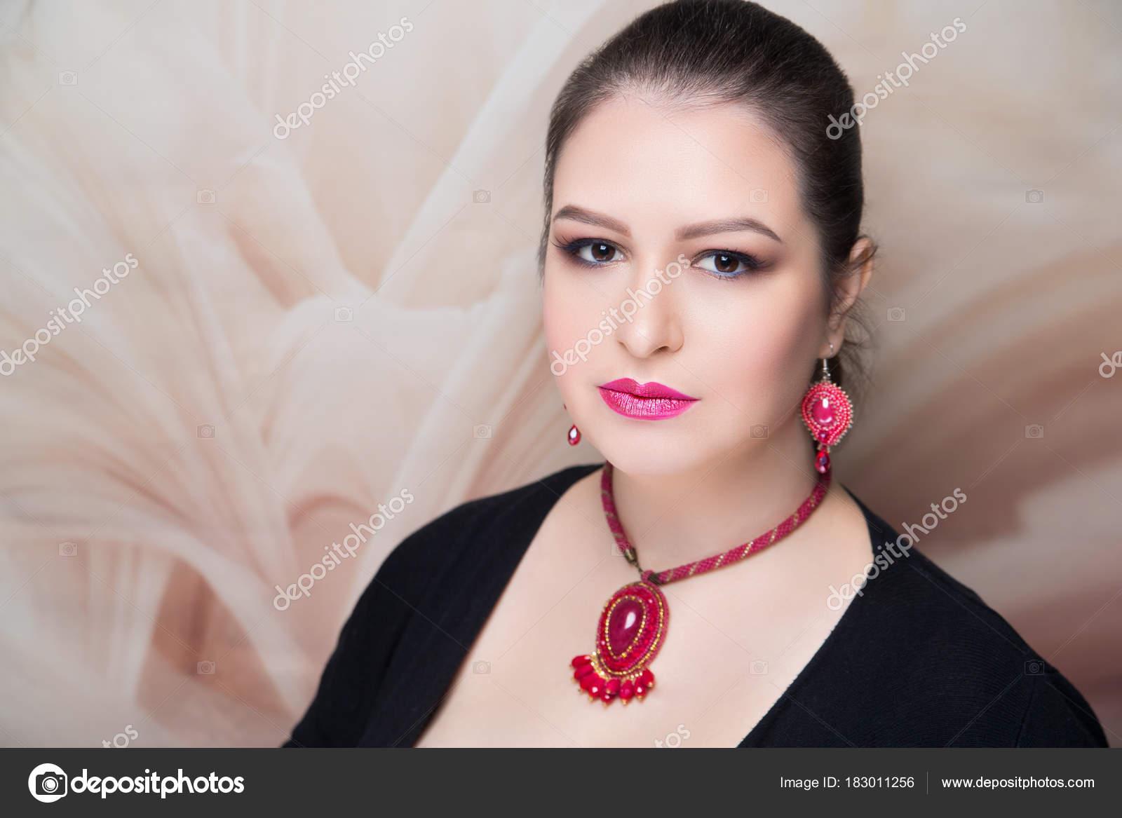 profesional de la mujer maquillaje sombras marrón — Foto de stock ...